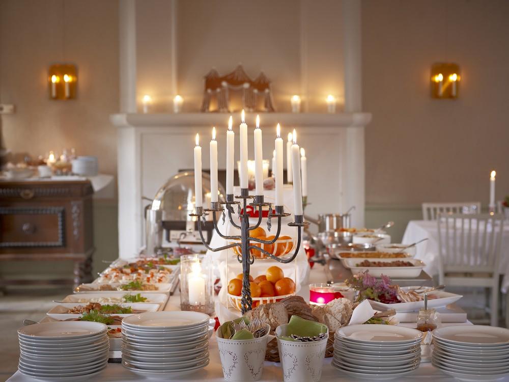 Julbord i värdshusets matsal